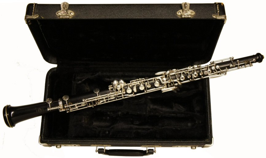 Second Hand Selmer Paris Oboe. Very good condition. Semi-automatic, dual system, banana key. Price £1399.00