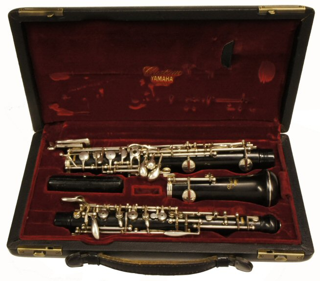 Second Hand Yamaha 821 Custom Oboe. Very good condition. Dual system, auxiliary F key, banana key, 3rd octave key. Outfit includes canvas case cover. Price £1999.00